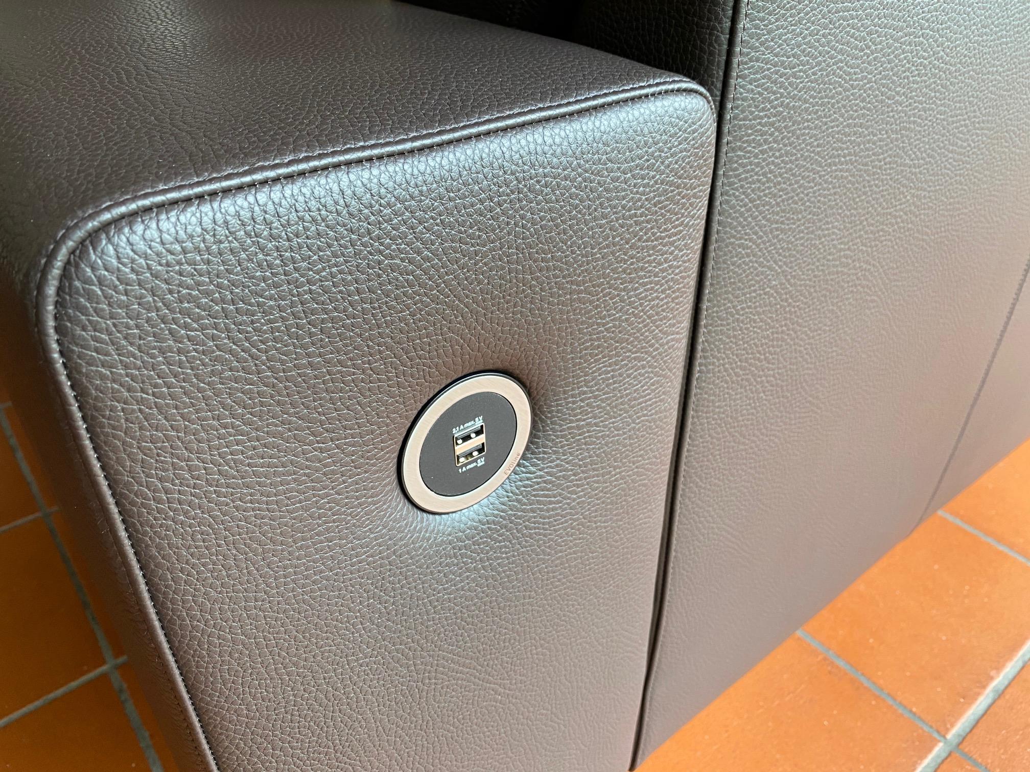 Sofa Timeless Modern mit USB Anschluss